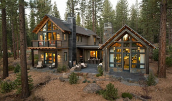 Out-Of-Town-Cottage-Located-In-The-Woods-Facade