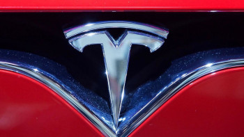 22432197-file-france-usa-economy-tesla