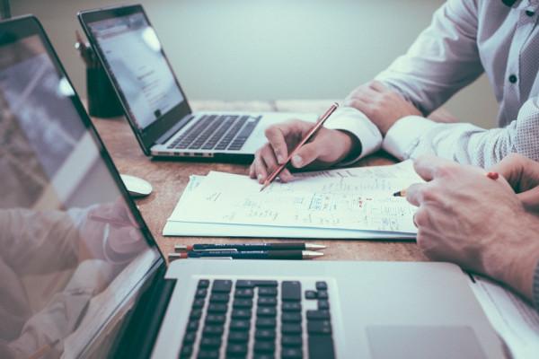 desk-writing-work-hand-man-working-596254-pxhere.com