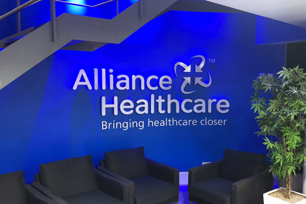 Alliance-Healthcare-3d-sign_parallax-desktop