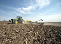 Deere to buy Monsanto's business unit of high-tech planting equipment