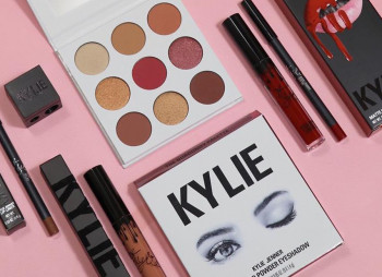 kylie-bundle-set-cosmetics