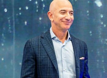 Рекордный рост акций Amazon принес Джеффу Безосу $6,4 млрд. за день