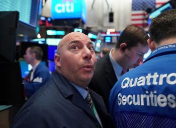 Черный понедельник: мировые биржевые индексы рухнули вслед за ценами на нефть