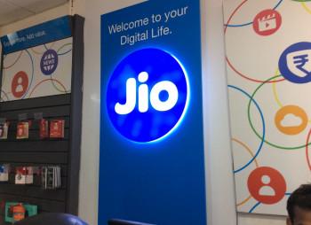 Индийский оператор Jio Platforms привлек $9 млрд. от Facebook, Silver Lake и др
